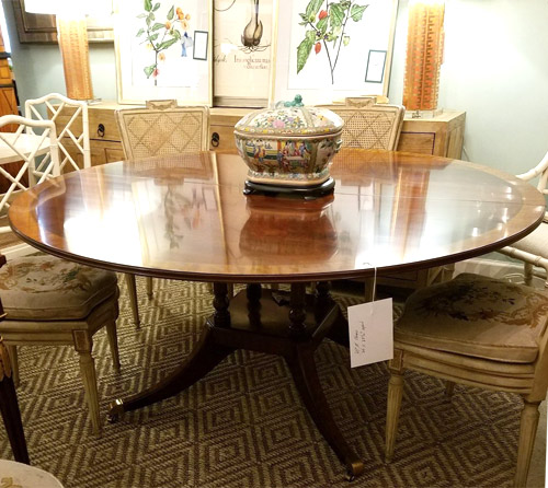Traditional Round Dinning Table