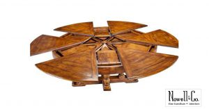 Expandable leaf round table